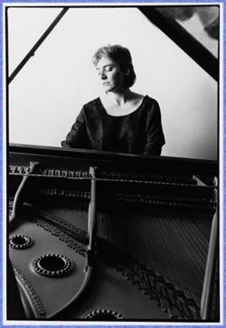 Jacqueline Schwab at the piano